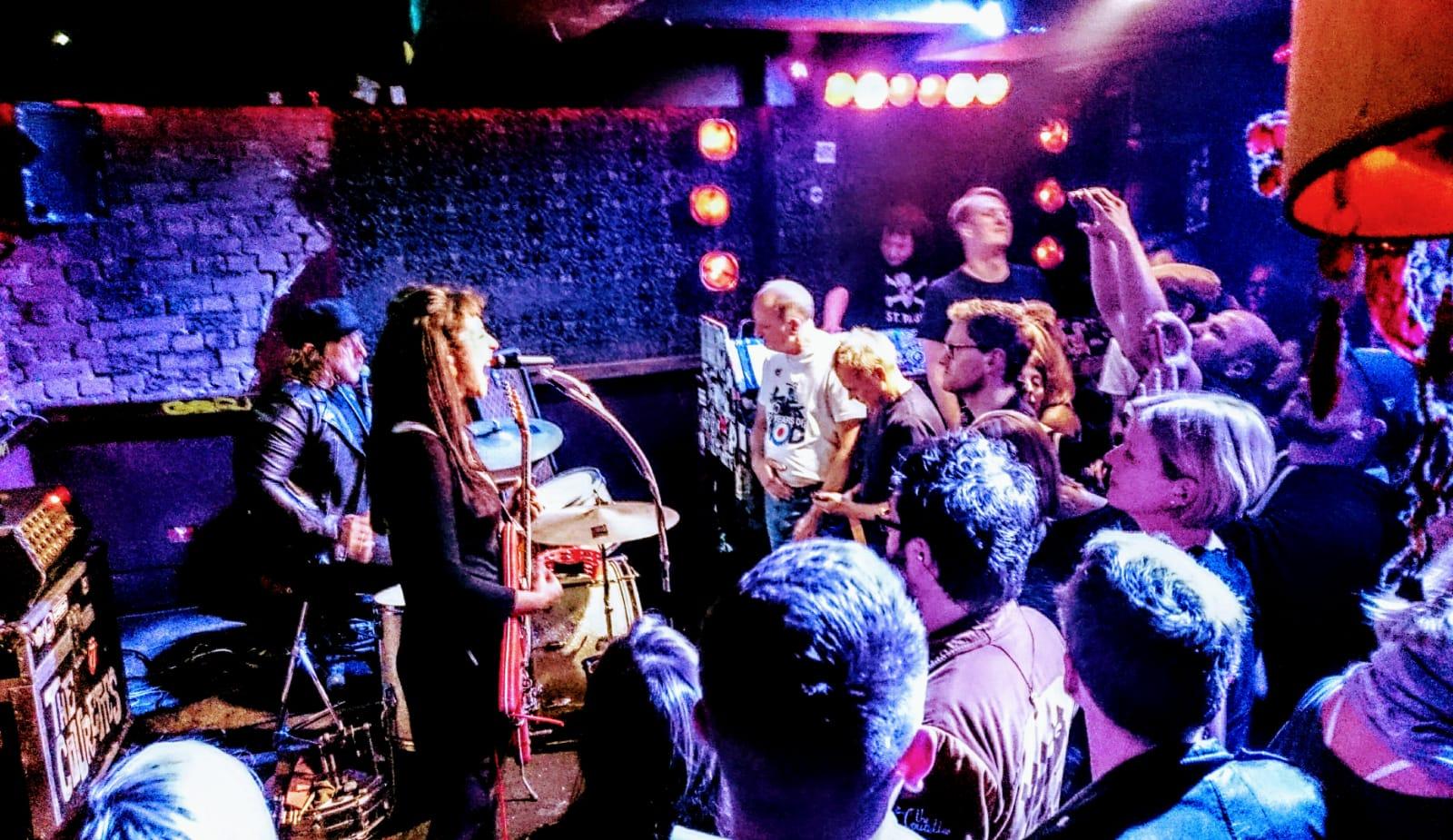 The Courettes, Pooca Bar, St. Pauli, Garage, Sixties, Rock 'n' Roll, concert, live, Club, crowd