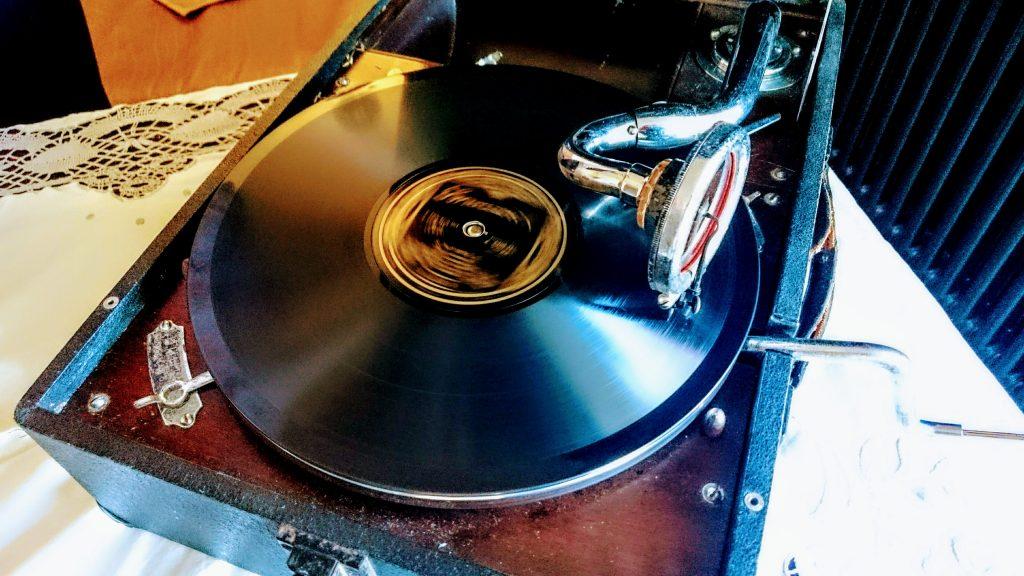 Starlight Steven, DJ, Platten, Schellackplatten, Tanztee, Swing, Tango, Fox, Retro, Hamburg, Blankenese, Cafe Roederers, Grammophon
