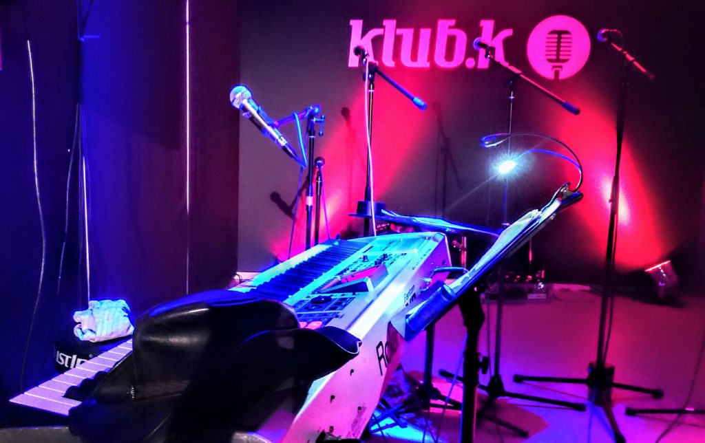 Octavers, Ensemble, music, Country, Folk, Pop, Hamburg, female, quintet, singing, Piano, Bandleader, Stefan Waldow, Klub.K,, Steckelhörn, Piano, Microphones, Stage