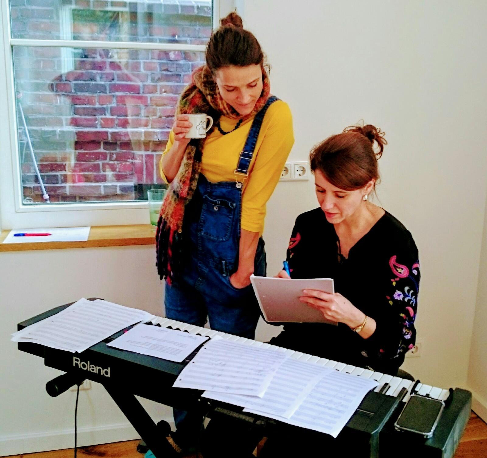 Fjarill, Duo, Hamburg, Pop, Hanmari Spiegel, Aino Löwenmark, Walden Studio, Midsommar, music, producing, Workshop, Songwriting, voice, coaching, singing, violin, piano, texting