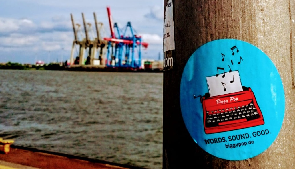 Biggy Pop, Blog, Pop in Hamburg, Pop, Hamburg, Musikjournalistin, music, Journalist, Harbour, Sticker, Logo, Typewriter, cranes